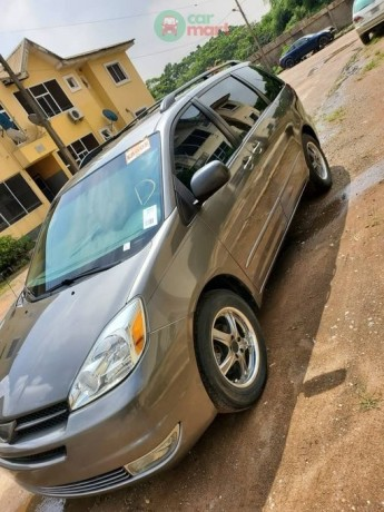 2006-foreign-used-toyota-sienna-le-big-0