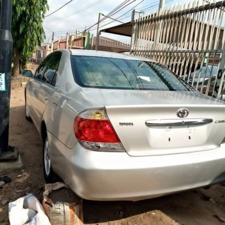 2006-toyota-camry-big-for-nothing-big-4