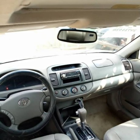 2006-toyota-camry-big-for-nothing-big-2