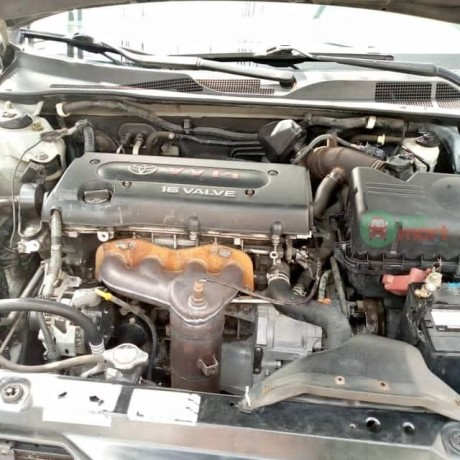 2006-toyota-camry-big-for-nothing-big-1