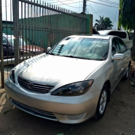 2006-toyota-camry-big-for-nothing-big-0