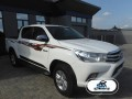 2016-toyota-hilux-small-1