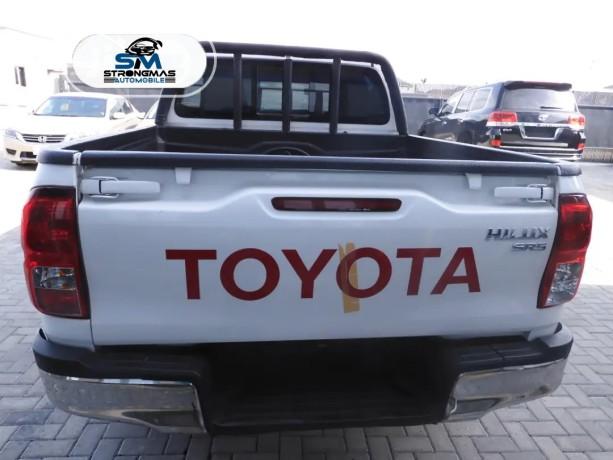2016-toyota-hilux-big-4