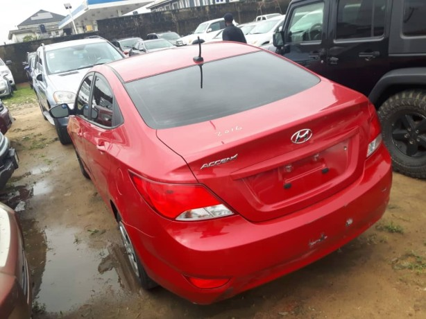 foreign-used-2015-hyundai-accent-big-1
