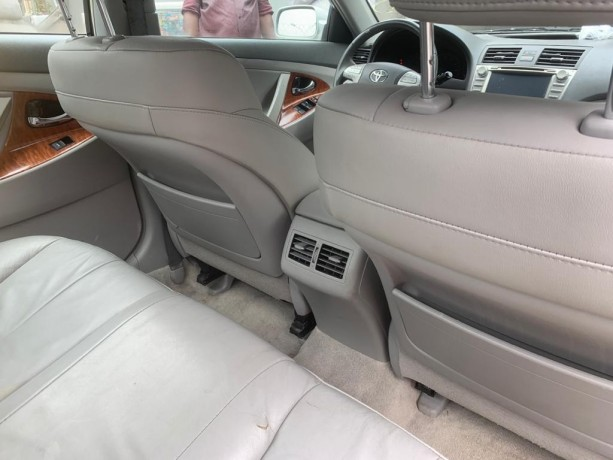 2010-foreign-used-toyota-camry-xle-big-3