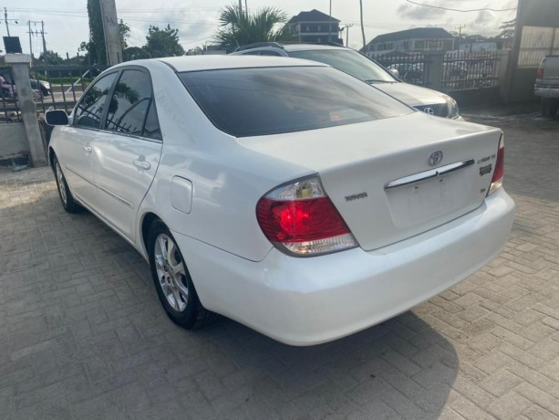 pre-owned-2005-toyota-camry-xle-big-4
