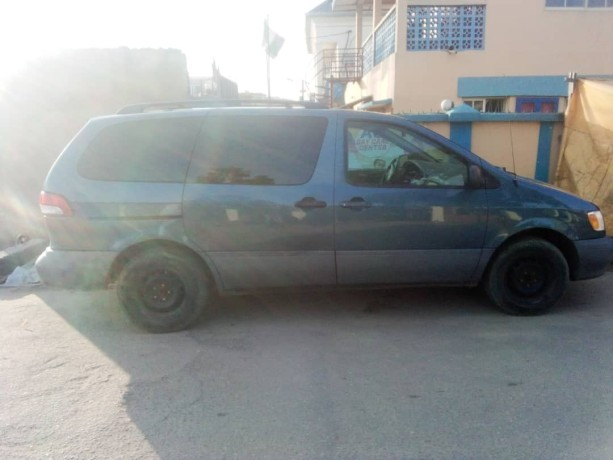 foreign-used-2002-toyota-sienna-big-2