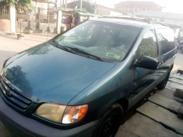 foreign-used-2002-toyota-sienna-big-0