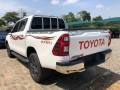 2021-toyota-hilux-4x4-small-3