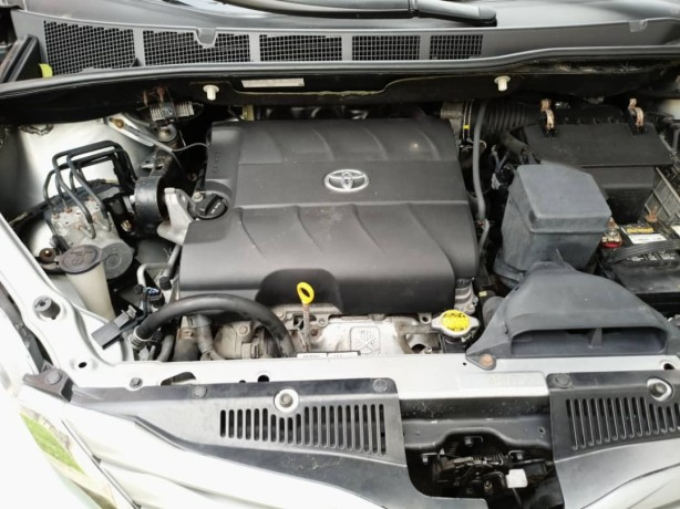2011-foreign-used-toyota-sienna-xle-big-4