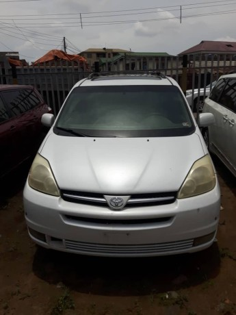 foreign-used-2005-toyota-sienna-big-0