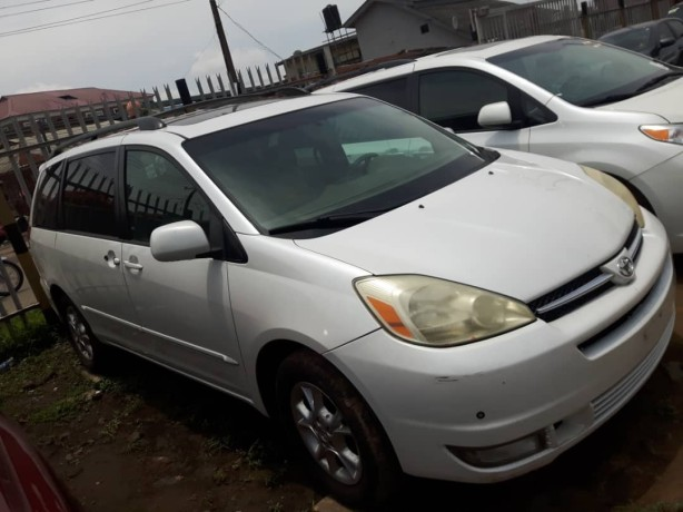 foreign-used-2005-toyota-sienna-big-3