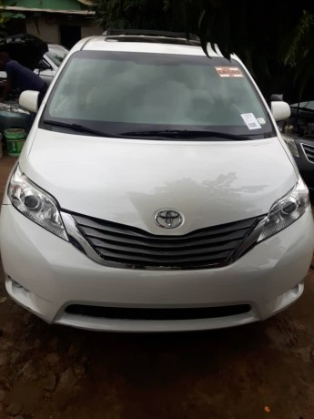 foreign-used-2016-toyota-sienna-xle-big-0