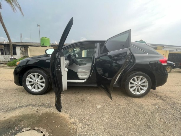 foreign-used-toyota-venza-2011-big-2