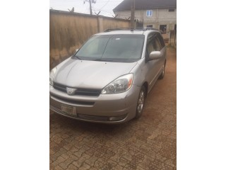Foreign used 2005 Toyota Sienna XLE