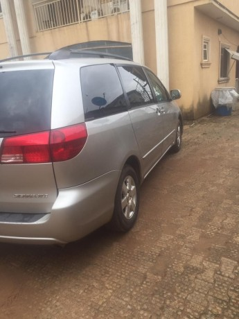 foreign-used-2005-toyota-sienna-xle-big-4