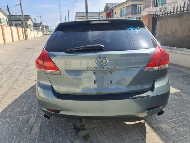 pre-owned-2010-toyota-venza-big-4