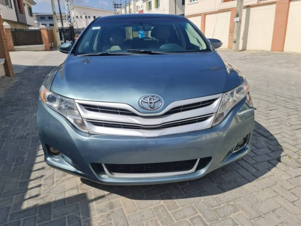 pre-owned-2010-toyota-venza-big-0